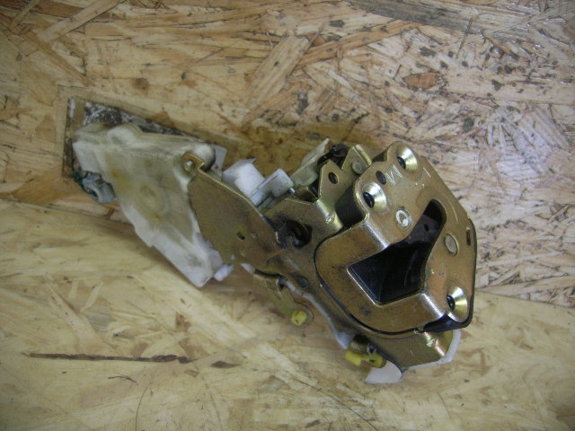 407619  door lock left rear  nissan micra  k11  8255361001