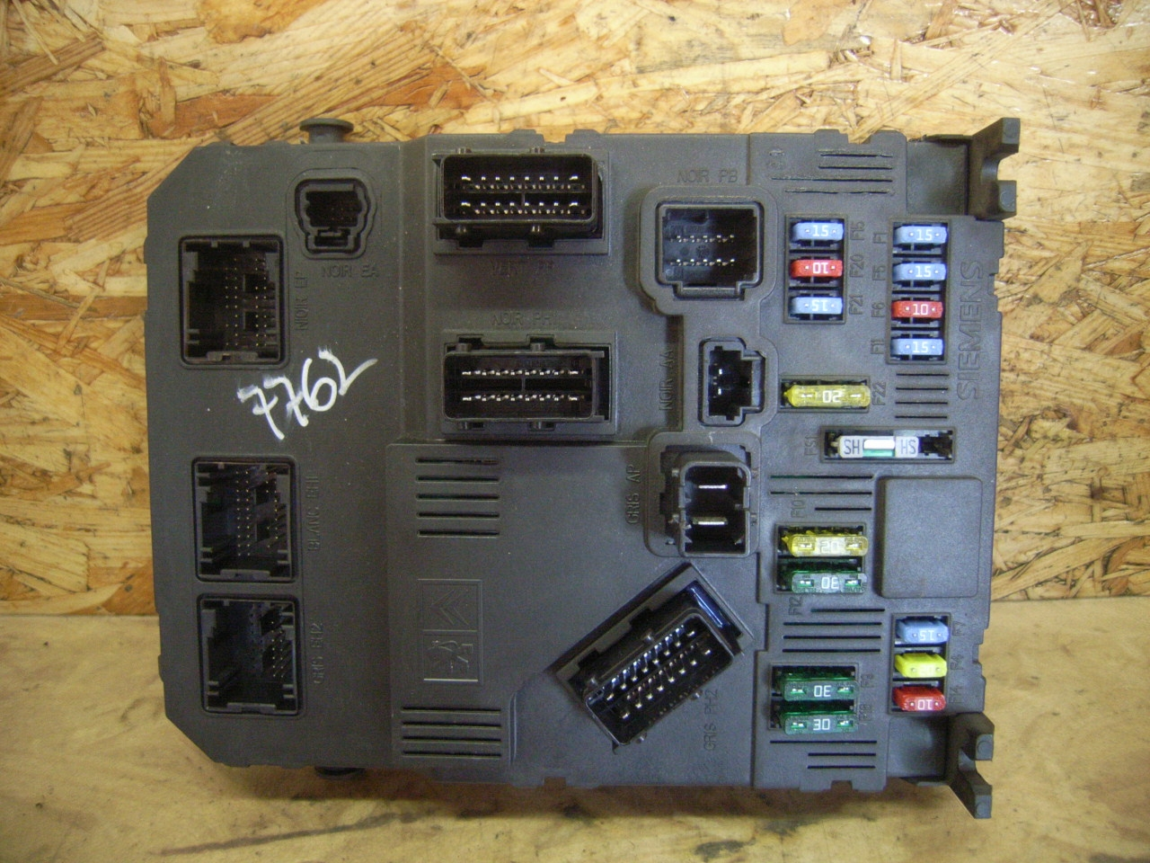 Fuse box for PEUGEOT 407 SW 2.0 100 kW 136 PS ( 05.2004->)